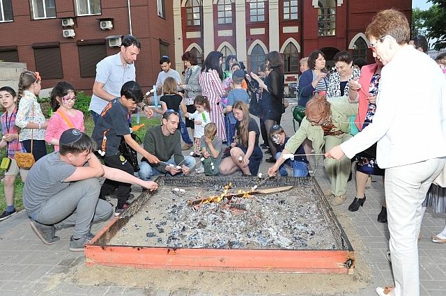 Традиционный еврейский праздник Лаг Ба Омер прошёл около калужской синагоги.