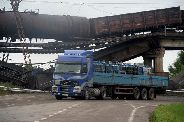 Взорванный железнодорожный мост в районе Новобахмутовки