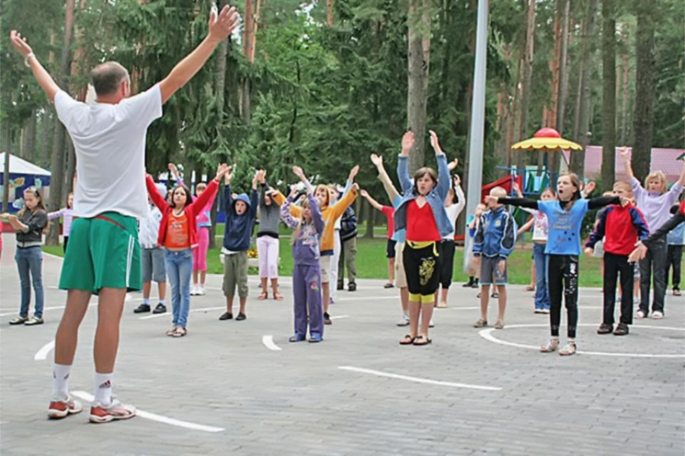 Отдыхать летом юным жителям Поморья придется в своем регионе.