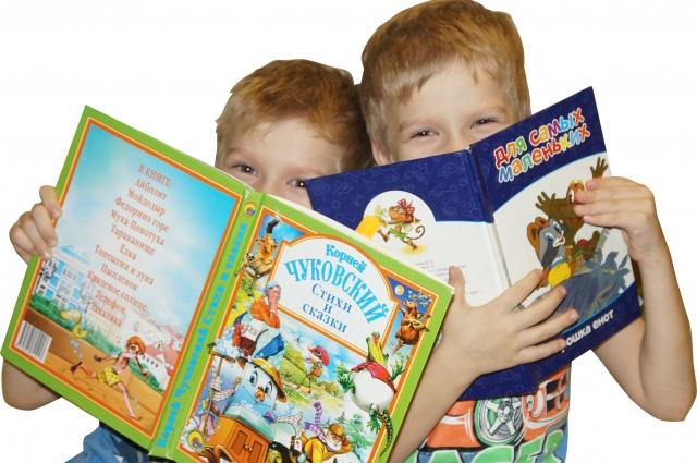 Прививать тягу к чтению необходимо с самого раннего детства, считают педагоги.
