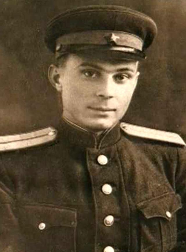 Лейтенант Матвеев,преподаватель пехотного училища, 1944 год.