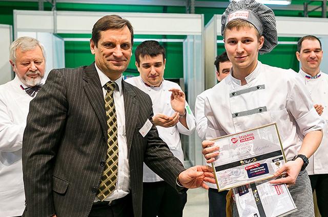 Анатолий Кисилев и победитель среди юниоров Илья Харченко.