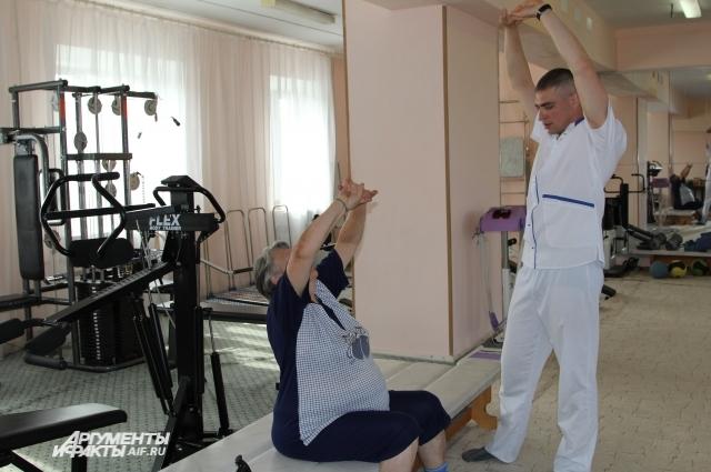 Медработник из Украины Андрей Кобзев уже два года официально работает в больнице поселка Артем.