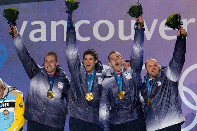 Стивен Холкомб, Устин Олсен, Стив Меслер и Кертис Томашевич завоевали золотую медаль в бобслее на Олимпиаде в Ванкувере в соревнованиях четырок, 2010 год