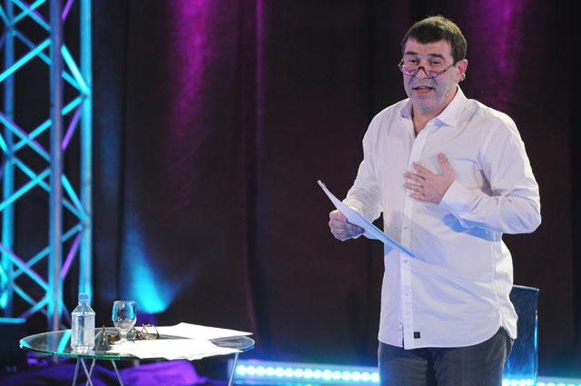 Евгений Гришковец выступает на открытом вечере в Доме актера.