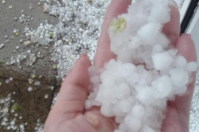 В Хакасии прошли дожди с градом.