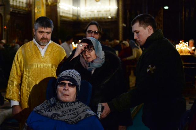 Бывший командующий объединенной группировкой войск в Чечне Анатолий Романов в храме Христа Спасителя, где представлены Дары волхвов