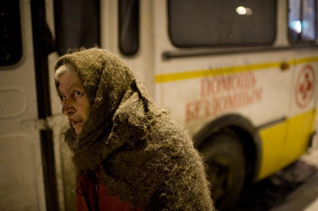 «Автобус милосердия» ездил по столице и не давал бездомным умереть.