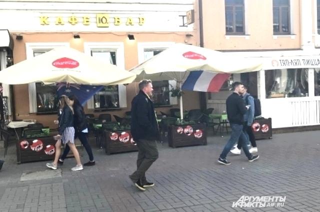 Кафе на ул. Баумана уже ждут своих фанатов.