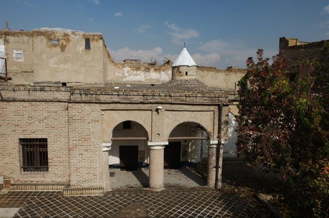 Армянская церковь святых Фаддея и Бартоломея в Тегеране, где захоронены жертвы разгрома посольства.