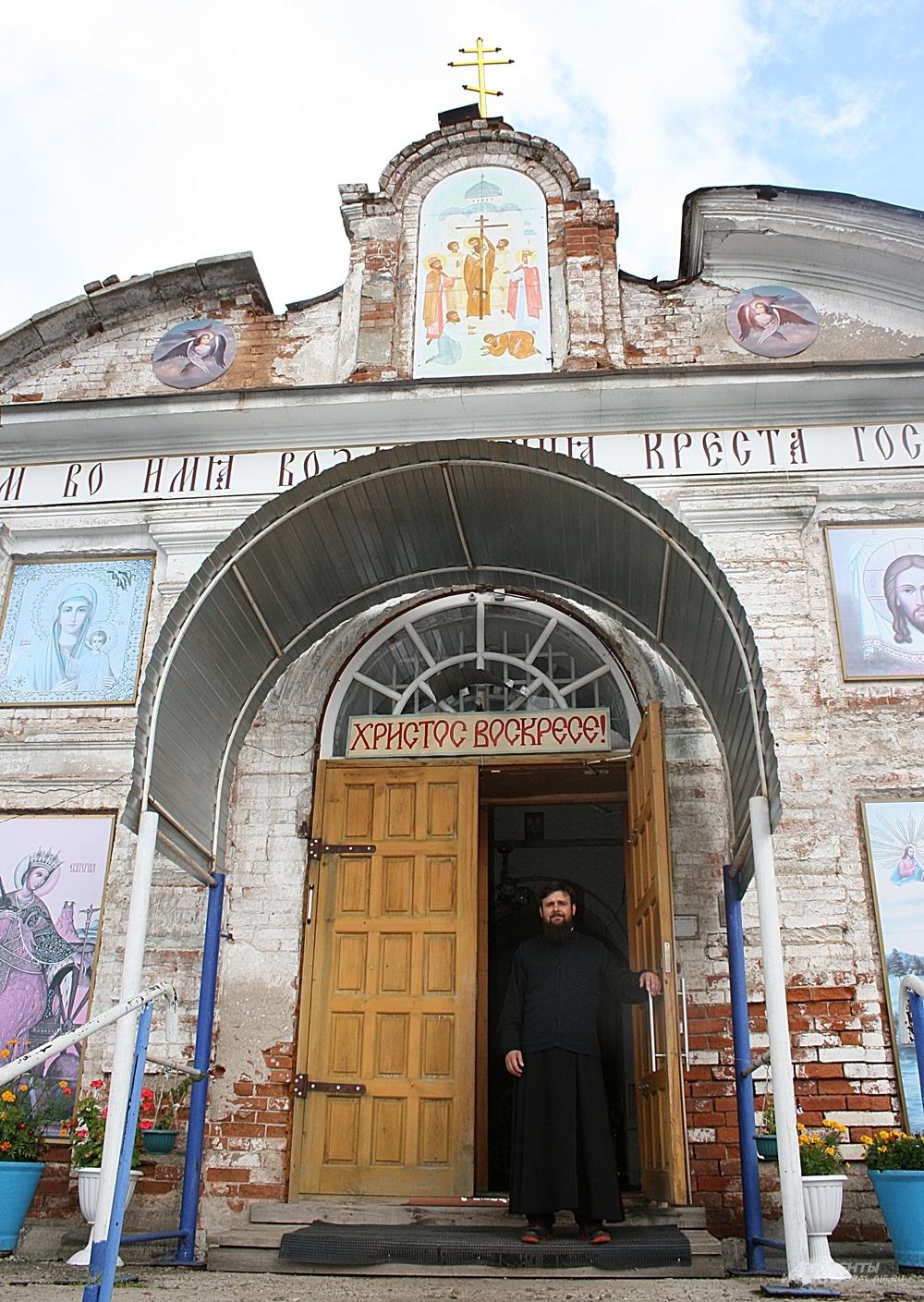 Отец Максим уверен: всем миром храм будет восстановлен.