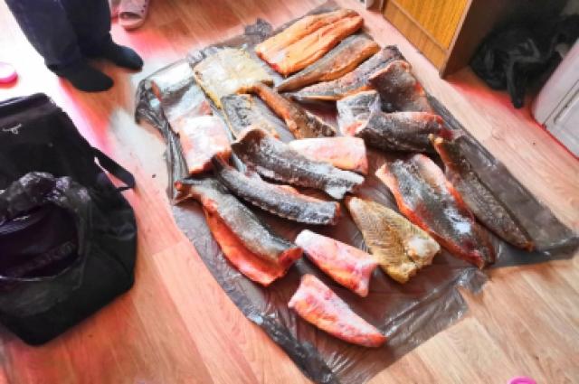 Рыбак предлагал жителям рыбу, занесенную в Красную книгу.