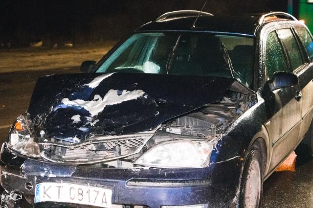 В Киеве Ford протаранил Audi, а потом остановку, есть пострадавшие