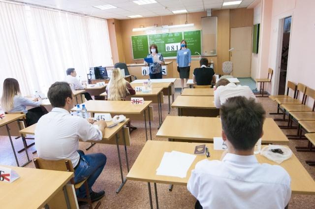 В Кузбассе значительно выросло число выпускников, сдавших ЕГЭ на высший балл: 100 баллов набрали 102 выпускника. В 2019 г. такой результат показали 82 человека.