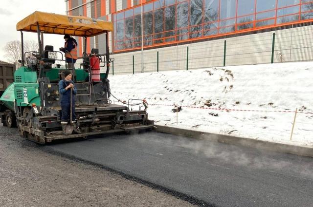 Коллектив «КрасКома» с начала года восстановил 65 000 м2 асфальтового и газонного покрытия.