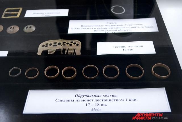 Обручальные кольца, сделанные из монет.