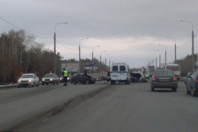 Три человека пострадали в лобовом ДТП на Нежинском шоссе в Оренбурге.