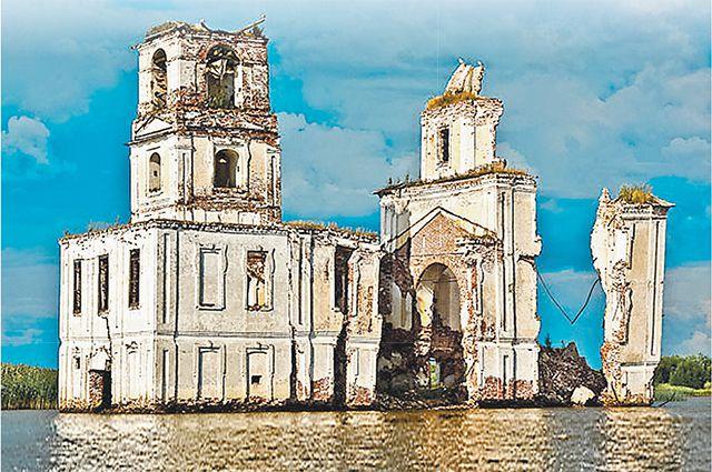 Заброшенная церковь на острове посреди Волго-Балта притягивает к себе снова и снова.