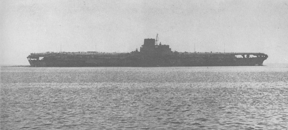Авианосец «Синано» в море.