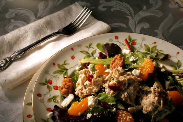 Салаты с грушей могут стать одним из главных украшений стола на семейном ужине.