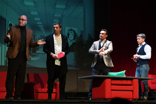 Ростислав Хаит, Алексей Агранович, Камиль Ларин и Леонид Барац (слева направо) в сцене из спектакля «…в Бореньке чего-то нет»