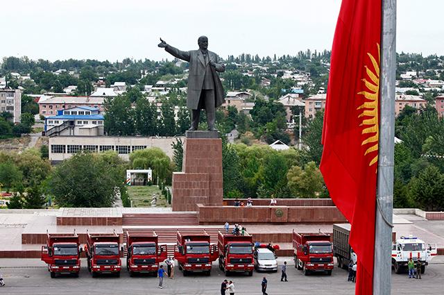 Не успели забыть социализм с советским лицом, как наступает коммунизм с раскосыми глазами.