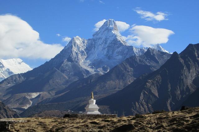 Ступа с прахом Эдмунда Хиллари в Непале.