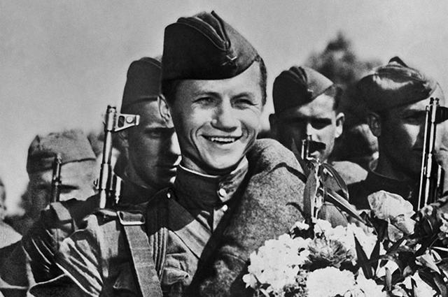 Леонид Быков в фильме «Максим Перепелица», 1955 г.