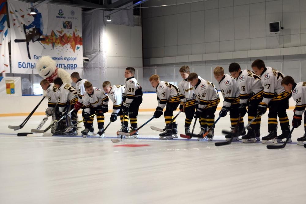В день открытия Ледового дворца сыграли команды «Апатит» и «Северсталь».