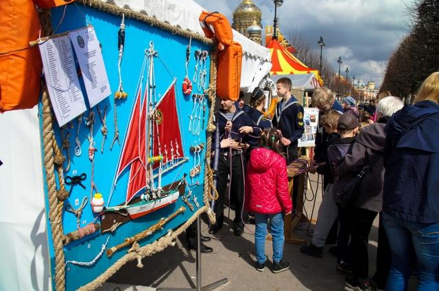 Фестиваль предоставляет уникальную возможность соприкоснуться с ледовыми богатырями.