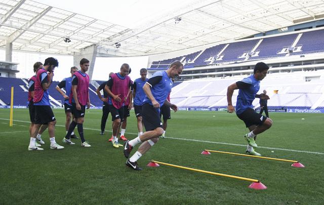 Футболисты из Санкт-Петербурга тренируются на стадионе Драгао перед матчем Лиги чемпионов