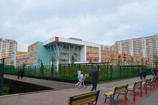 Просторная современная школа в г. Лобня