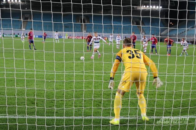 Игорь Акинфеев из собственной штрафной зычным голосом умело дирижировал защитой ЦСКА