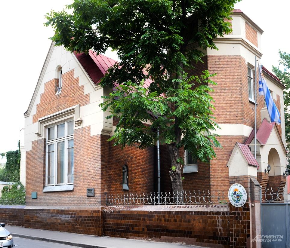Этот дом Шехтель строил для своей семьи