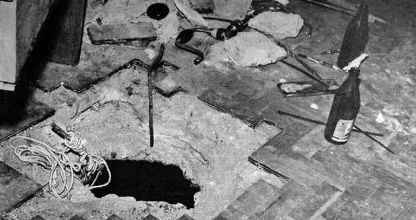 Дыра в полу диаметром 34 сантиметра.
