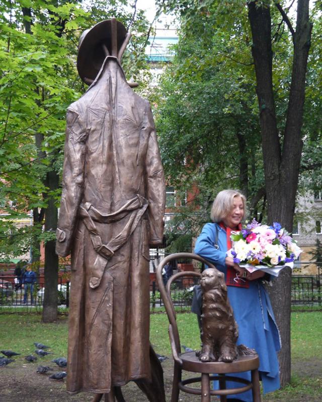 Памятник Василию Аксенову.