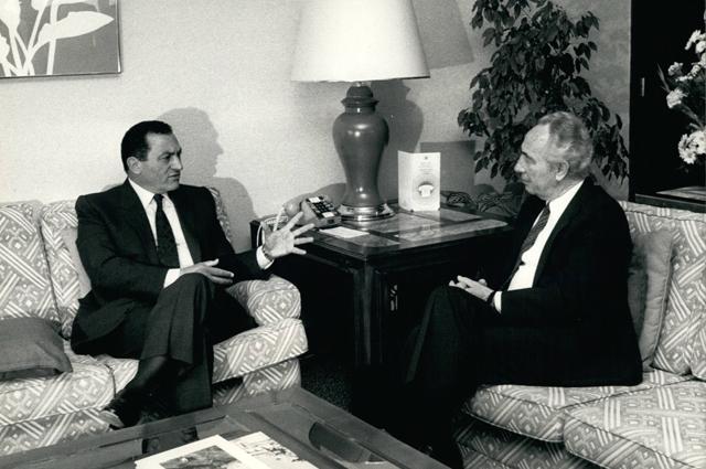 Хосни Мубарак и Шимон Перес. 1972 год