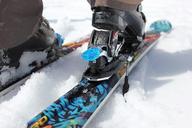 Лыжный спорт нравится и детям, и взрослым.