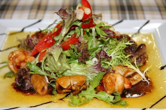 Салат с морепродуктами