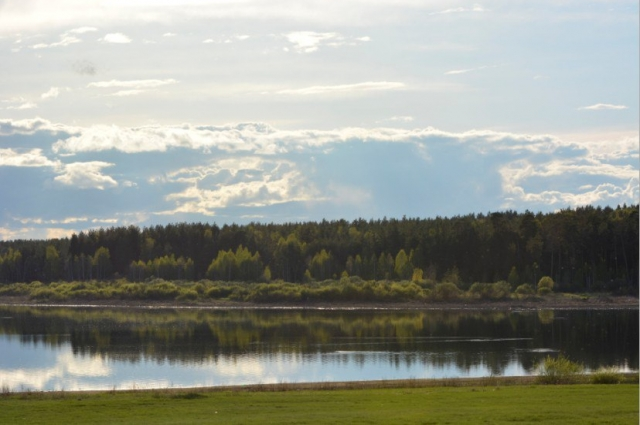 Вегетарианское поселение расположится между сельскохозяйственными полями, богатым ягодами и грибами лесом и озером Камбулат, где можно купаться.