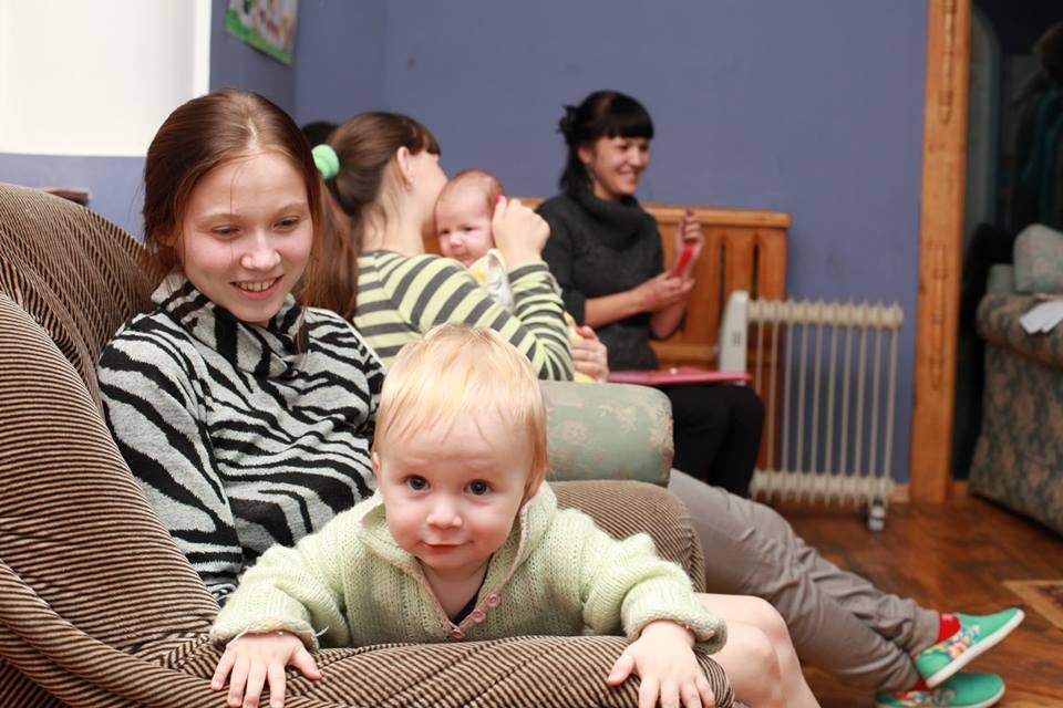 Ребёнку главное - доброе внимание взрослых.