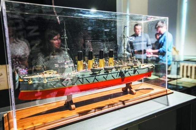 Легендарный «Варяг» вернулся во Владивосток в виде макета.
