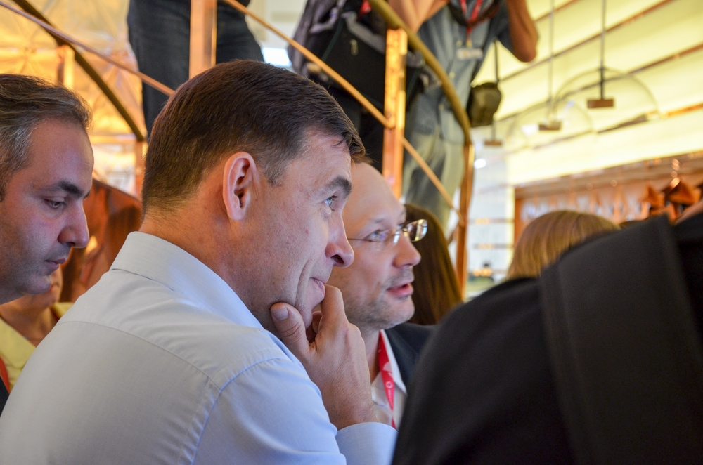 Президент Русской медной компании Игорь Алтушкин увлек губернатора на длительное время.