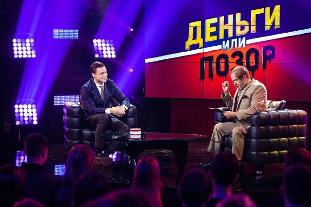 Блогеру Николаю Соболеву на шоу «Деньги или позор» ради миллиона рублей придётся съесть собачью еду прямо с женской груди.