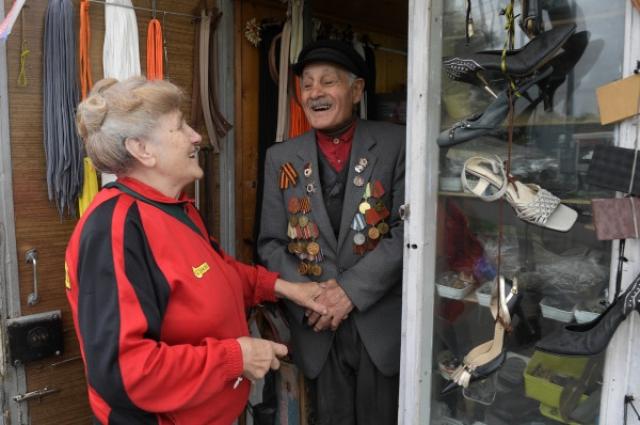 Пенсионерка приходит на помощь людям, которые в ней нуждаются.