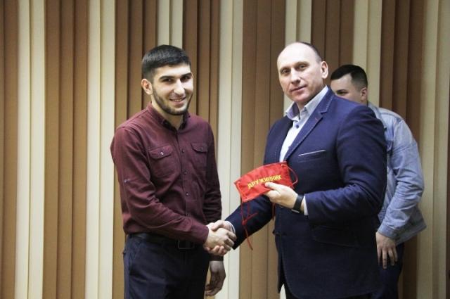 Представителей местной добровольной народной дружины «Баграм» поощрил руководитель администрации Воркуты Игорь Гурьев.