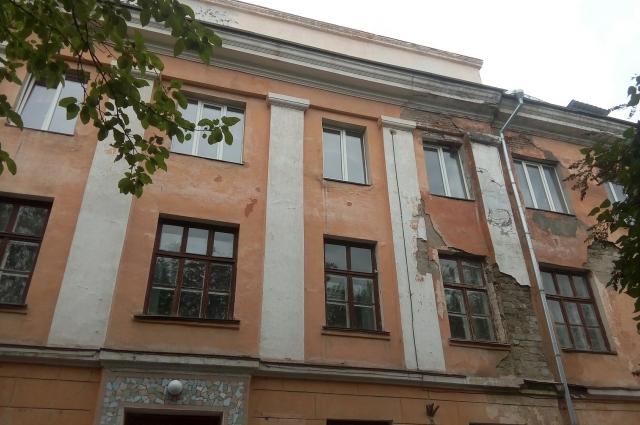 Здание лецея №1 в Новотроицке требует капитального ремонта.