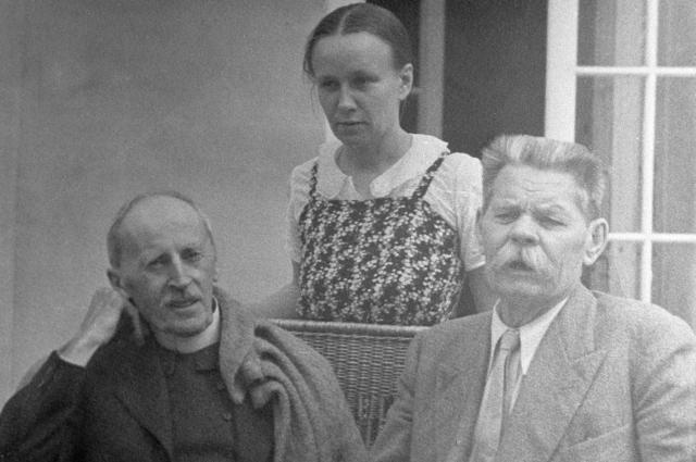Ромен Роллан и его жена Мария Павловна Кудашева в гостях на подмосковной даче писателя Алексея Максимовича Горького.