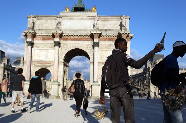 Триумфальная арка на площади Каррузель в Париже