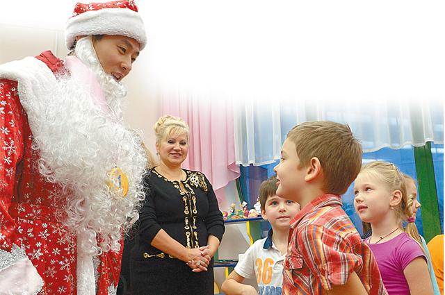 На праздниках Виктор примерил костюм российского Деда Мороза